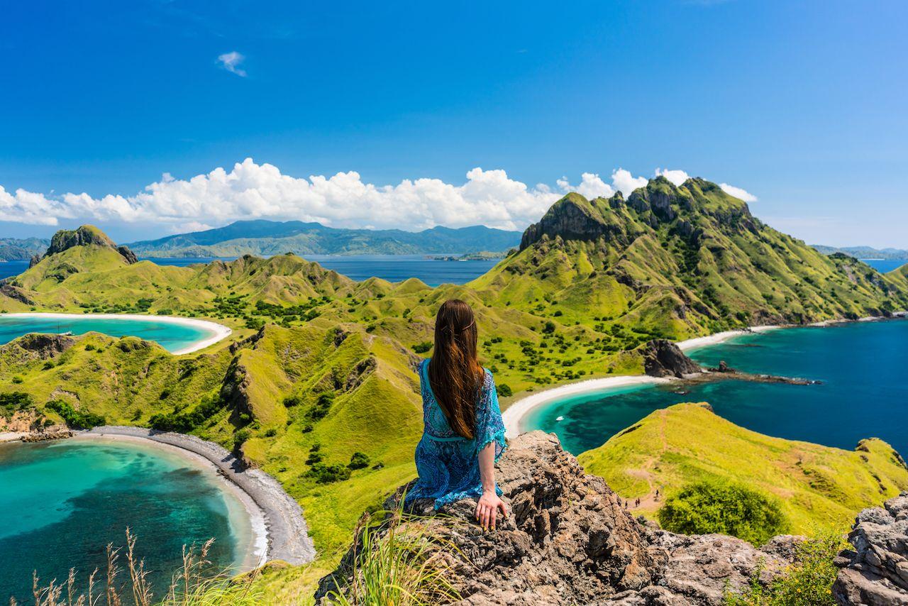 Indonesian-landscape-with-female-traveler